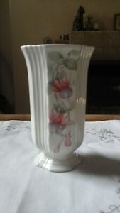 ROYAL WINTON CERAMIC ROUNDED FOR SIDED PEDESTAL FUSCHIA SMALL VASE