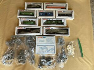 Vintage 1976 Lionel HO Full Train Set with 7 Cars ,Power Pack ,Tracks & More
