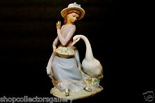"""LLADRO RETIRED FIGURINE #5034 """"GOOSE TRYING TO EAT"""" – MINT"""