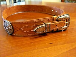 WESTERN WOMAN'S SM SADDLE LEATHER HAND TOOLED 2 CONCHOS SILVER HARDWARE BELT EXC