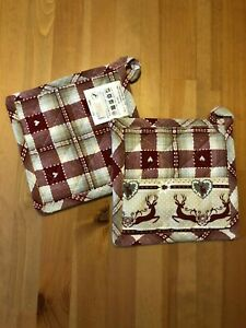 Quilted cotton pot holders and oven gloves, pack of two.