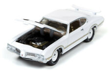 1/64 JOHNNY LIGHTNING MUSCLE SERIES 3  1970 Oldsmobile Cutlass W31 in Gloss Whit