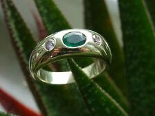 Schöner Ring, 585 Gelbgold, 2 Brillanten 0,15 ct. + Smaragd, Größe 50, 5,8 g