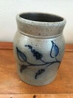 Rockdale 1995 Signed Salt-Glazed Small Crock w Blue Leaf & Berry Motif – 5.25 in