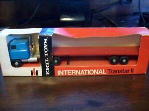 ERTL #1358 TRUCKS OF THE WORLD, INTERNATIONAL TRANSTAR II & FLATBED, DISPLAYED