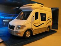MODEL MOTORHOME SOUND AND LIGHT TOY DIECAST MOTOR HOME CAMPER VAN FAST POSTAGE