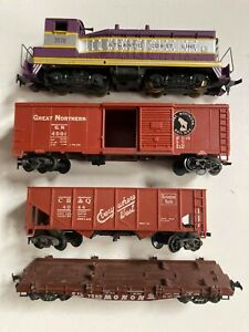 Revell Atlantic Coast Line 3570 Diesel Locomotive and Freight Cars H O Gauge