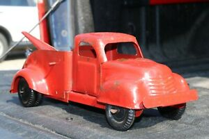 Lincoln Toy Tow Wrecker Service Truck - Made in Canada 1st generation 1940s