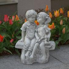 Top Modell! Massive Steinfigur Mädchen und Junge auf Bank Steinguss frostfest