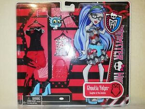 Monster High Ghoulia Yelps Deluxe Fashion Pack 2012 BNIB. WHAT A COOL DISPLAY!