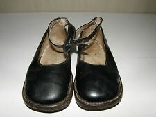 PAIR OF ANTIQUE LEATHER GIRLS SHOES.
