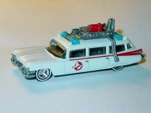 ECTO 1 GHOSTBUSTERS COLLECTIBLE DIECAST MOVIE CAR -White, 1/64 WW