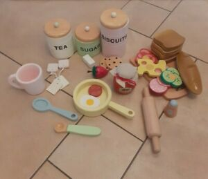 CHILDREN'S TOY WOODEN SANDWICH PLAYSET & WOODEN TEA/SUGAR/BISCUITS/JAM POTS ETC