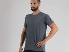 Abbigliamento da uomo grigi marca adidas per palestra , fitness , corsa e yoga m