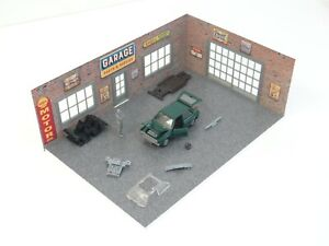 Diorama Display Auto Service Garage with Die cast car model Golf 1 in Scale 1:43