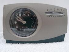 Reloj Despertador Analógico de Cuarzo con Calibrador De Temperatura (C/F). Batería incluida.