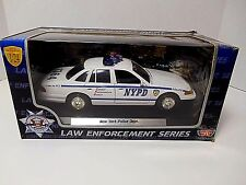 Motormax  'White Ford Crown Victoria - New York Police Dept.'  1/24