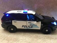 1/24 SCALE DIECAST SEAL BEACH CALIF POLICE FORD SUV W/WORKING LIGHTS AND SIREN