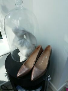 New Clarks Ladies Laina Rae Rose Gold Leather Court Shoes UK Size 8 D