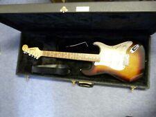 Legend Stratocaster Style Gitarre in Sunburst in Luxus Case