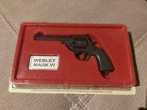 Replica modellino pistola  - WEBLEY MARK VI  -  Collezione Fabbri scala 1  : 2,5