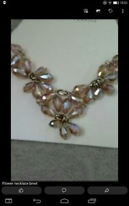 Bnwts dorothy perkins flower necklace