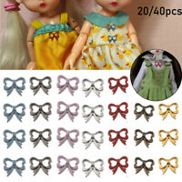 Des habits de poupée. Bouton miniature Bouton de couture Bouton métallique