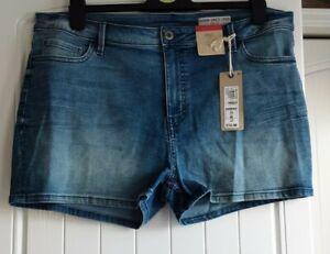 Ladies Faded Stretch Denim Shorts, Size 18, Medium Indigo New Tagged