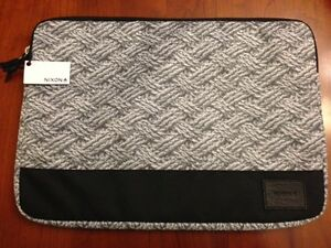 """NIXON GRAY PADDED LAPTOP TABLET SLEEVE IPAD 15"""" DIAGONAL SIZE *NEW With Tags*"""