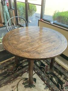 """Bausman""""Winchester Collection"""" Round Dining Table"""