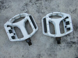 "White Platform Pedals, 174 FP 903, 1/2"" spindles for one piece cranks"