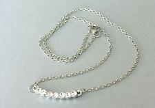 Idée cadeau bijou fantaisie : collier chaine argentée , strass blancs