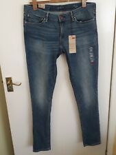BNWT Levi's Demi Curve skinny jeans, 33 waist 34 leg. Midwash/light