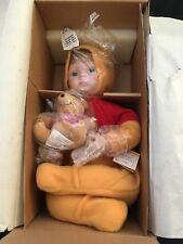 Disney Winnie The Pooh que necesitas un abrazo Porcelana Muñeca Ashton Drake