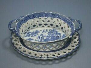 IAntique Pearlware  Willow Pattern Pierced Chestnut Basket and stand c1800