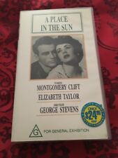 A PLACE IN THE SUN - ELIZABETH TAYLOR. MONTGOMERY CLIFT - VHS VIDEO
