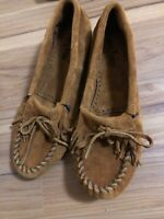 MinneTonka Women's Kilty Suede Moccasin Brown Size:10