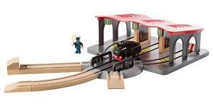 PLAYTIVE® Bahn Erweiterungset Lokschuppen 13-teilig mit Rangierscheibe
