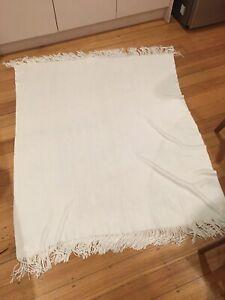 Luxury WEST ELM Cozy Throw Soft Lightweight White blanket RRP$129 good condition