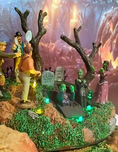 """Mint RARE Retired Lemax Spookytown """" Wake The Dead"""" 04157 Animated Lighted"""