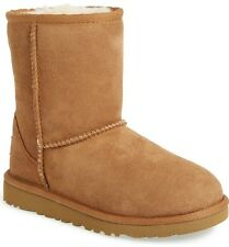 UGG TODDLERS CLASSIC SHORT BOOT, WOOL LINED