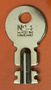 Original Singer Featherweight 222k Case Key