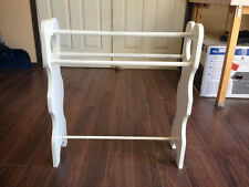 Wooden Quilt Rack White with Heart Ends