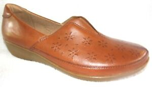 New Clarks Womans Everlay Dairyn Slip On Dark Tan Leather Upper Loafers 8.5 W