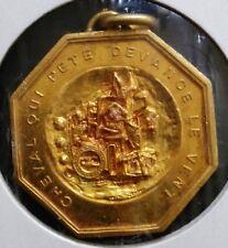 médaille pendentif en Bronze doré cheval qui pète devance le vent - BEZOMBES -