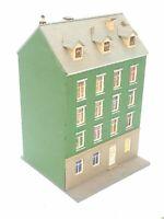 POLA großes Wohnhaus mit Balkonen BELEUCHTET Spur N D0336