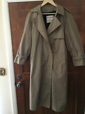 THAMES OF LONDON, BY LONDONTOWN CORP, TAN TOP COAT, TERRIFIC CONDITION