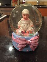 RARE MADAME ALEXANDER MUSICAL SNOWGLOBE WITH BEAUTIFUL BABY DOLL