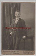 (F3478+) Orig. Foto Kabinettfoto junger Mann aus Sagan, Fotogr. Leipzig um 1900