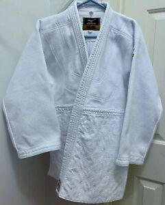 Mizuno Yusho Judo Gi, IJF Red Label, White, Size 2